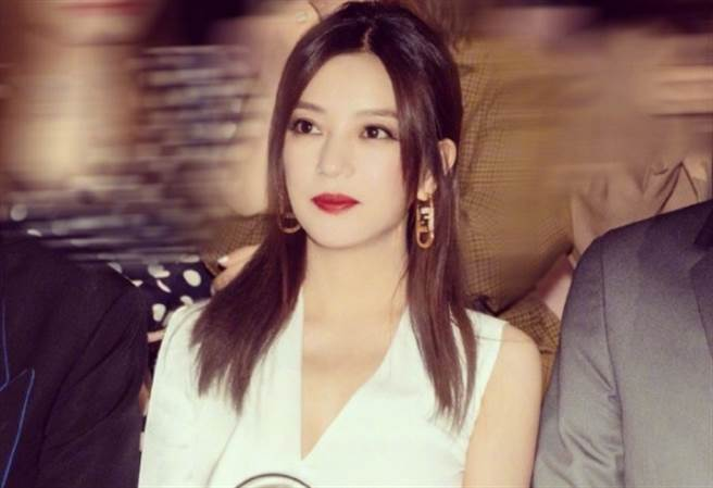 趙薇和香港地產富商黃有龍育有一女。(圖/翻攝自趙薇微博)
