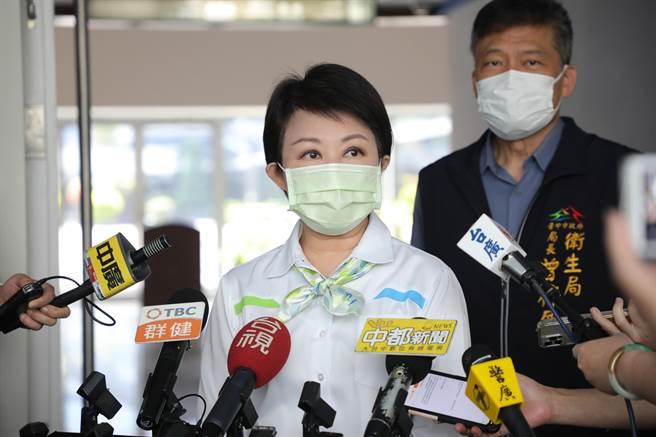 台中市長盧秀燕表示,她以施打COVID-19疫苗經驗,市民是否有要施打,不反對也不鼓勵,以市民意願和身體狀況考量。(盧金足攝)