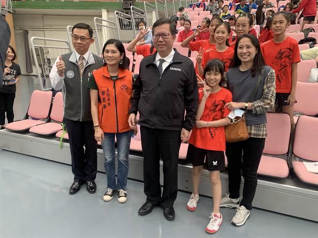 桃園市長鄭文燦13日親至比賽現場,表示為了讓選手比賽環境提升,特地整修了巨蛋體育館。(姜霏攝)