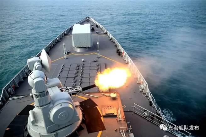 中共解放軍三大戰區海軍實彈演練,精準摧毀「敵」艦。(東海艦隊微博)