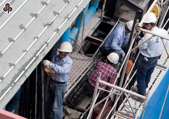 依現行勞工保險條例29條規定「僅有年金給付可以開立專戶」,專戶可以不會被扣押、供擔保或強制執行,保障勞工經濟安全。(報系資料照)