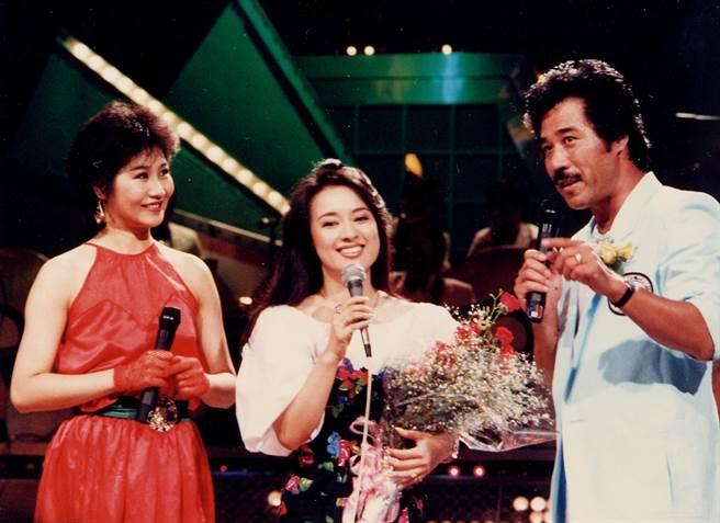 1985年翁倩玉(中) 登上《綜藝金榜》。(圖/中時資料照)