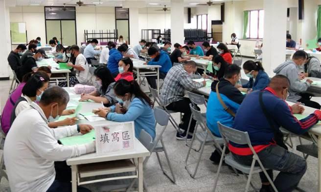 勞動部勞動力發展署雲嘉南分署台南就業中心今年首次在4/23(星期五)夜間辦理徵才。(台南就業中心提供/曹婷婷台南傳真)