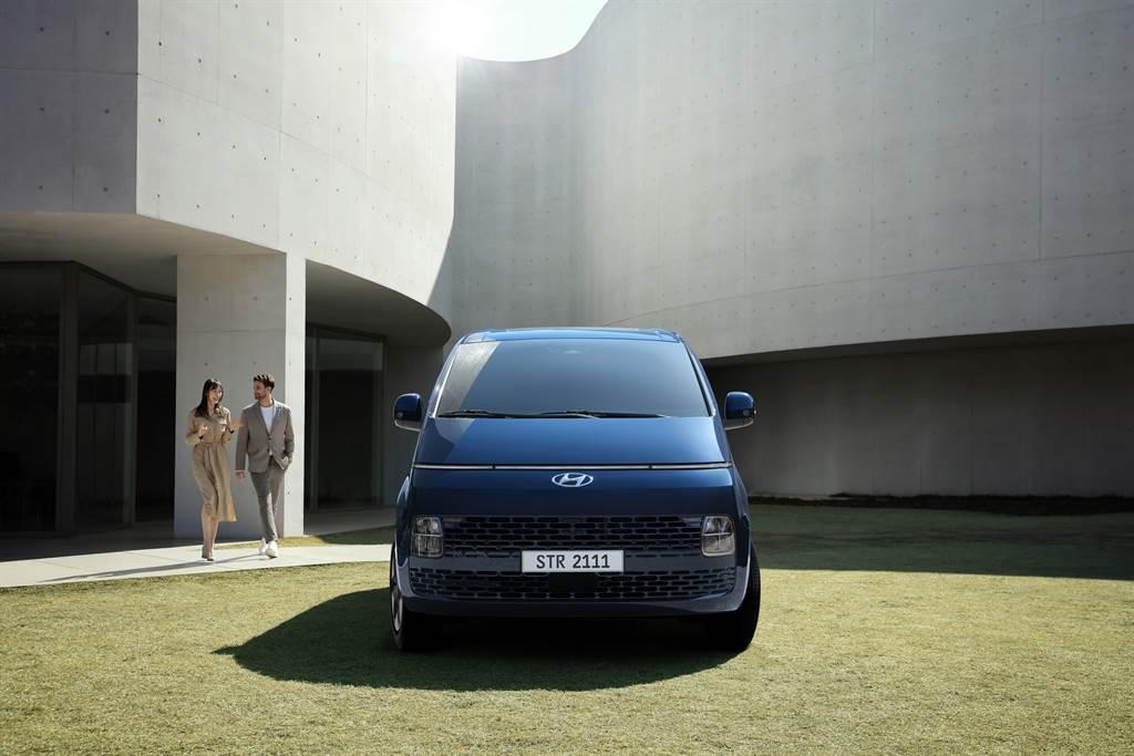 最接近太空船的移動載具,Hyundai STARIA/STARIA Premium 超現實 MPV 全球首發