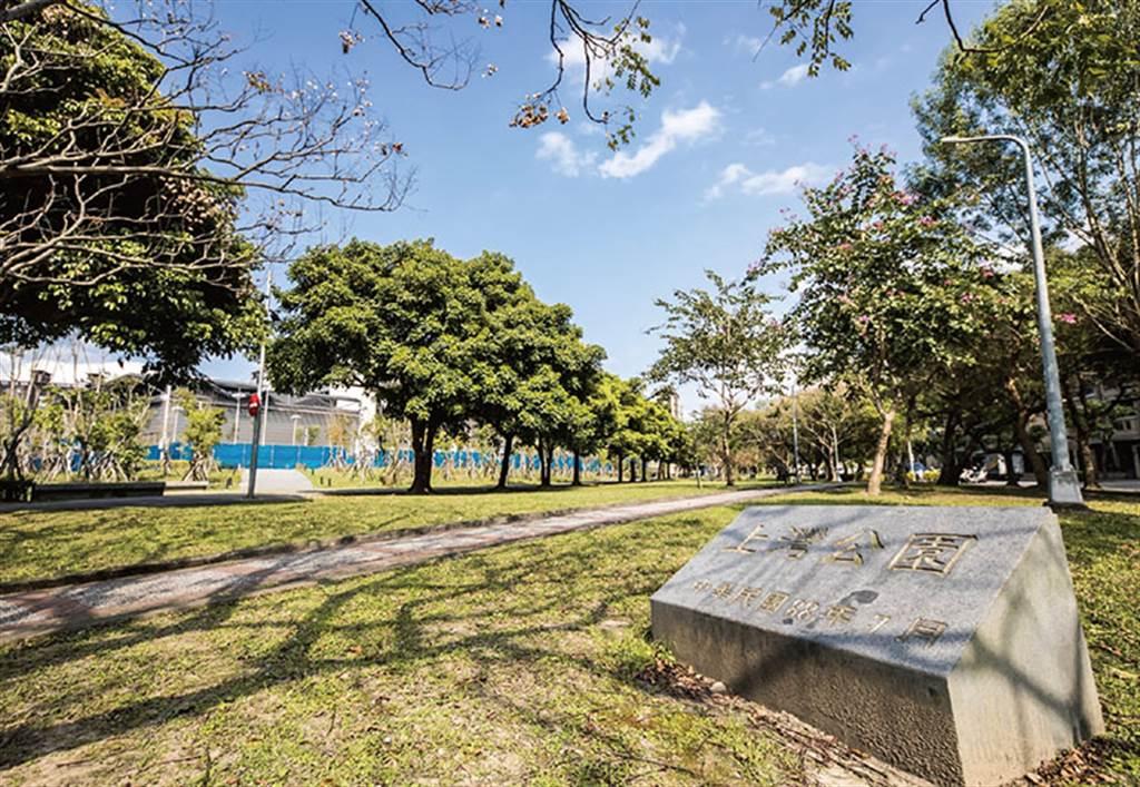 內湖四期重劃區擁有高綠覆率,居住環境舒適宜人。