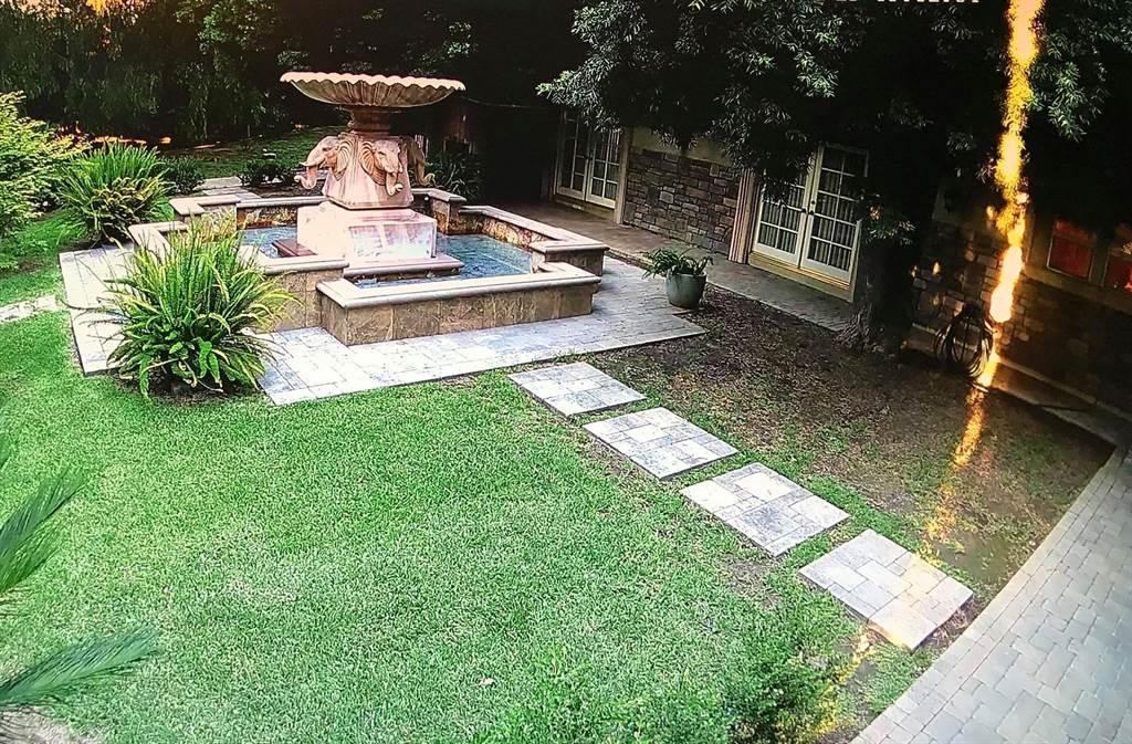 王冠雄庭院的噴泉。(摘自臉書)