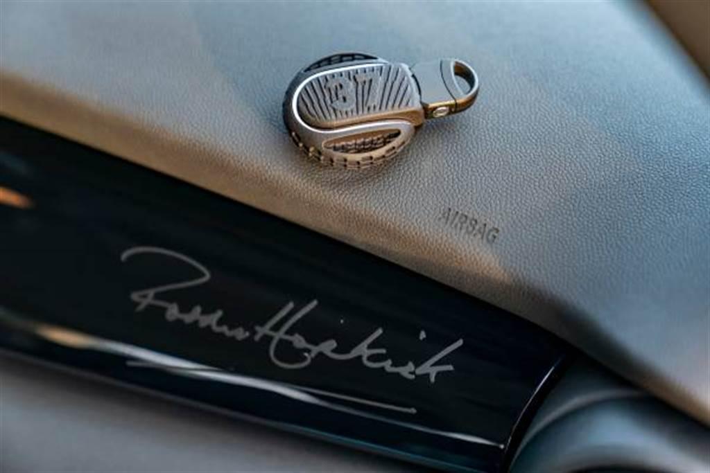 Paddy Hopkirk Edition專屬鑰匙飾蓋與內裝飾板。