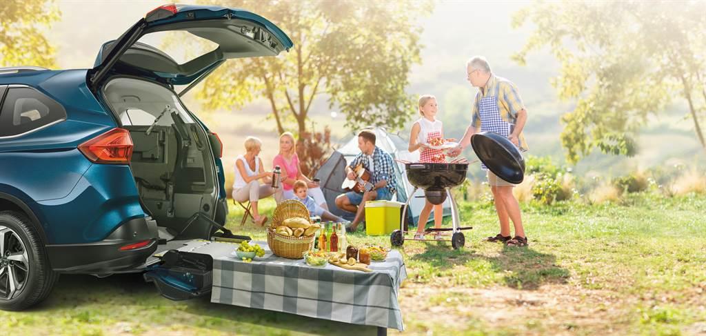 LUXGEN URX 樂活款已連續兩年榮獲德國iF設計獎!URX繼去年「LUXGEN Quick Lock易扣」輪椅快扣裝置後,再度以整車設計獲獎,創下同一產品連續兩年獲獎的紀錄!