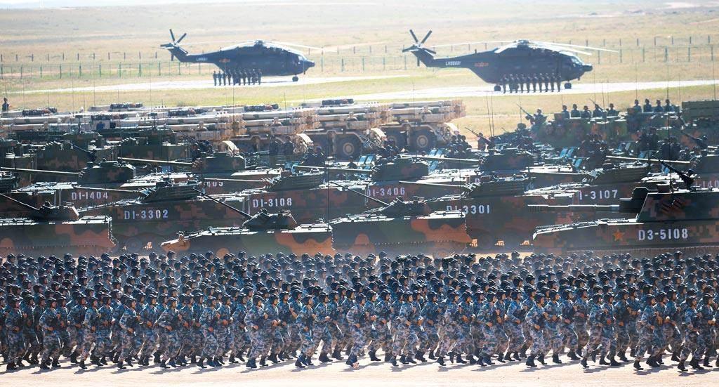 圖為2017年7月30日,解放軍建軍90周年閱兵,在內蒙古的朱日和訓練基地舉行。(圖/新華社)