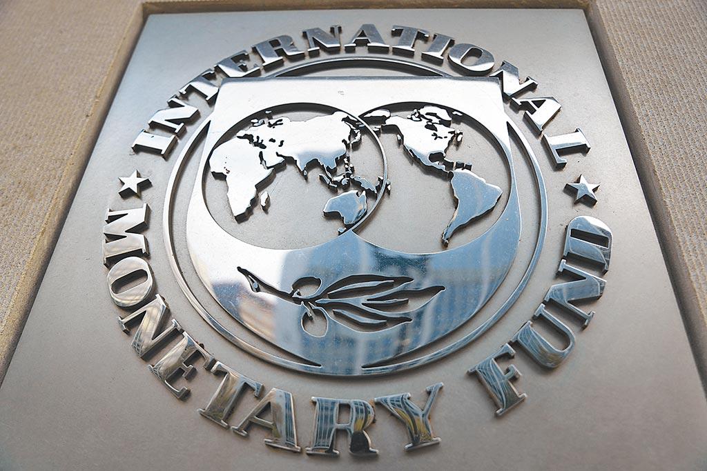 行政院前院長、新世代金融基金會董事長陳冲表示,IMF將發行6500億美元SDR對世界是何等大事,更可說造成另一種量化寬鬆(QE),台灣卻漠視與無感,是一個悲劇。圖為國際貨幣基金組織總部拍攝的標誌。(新華社)