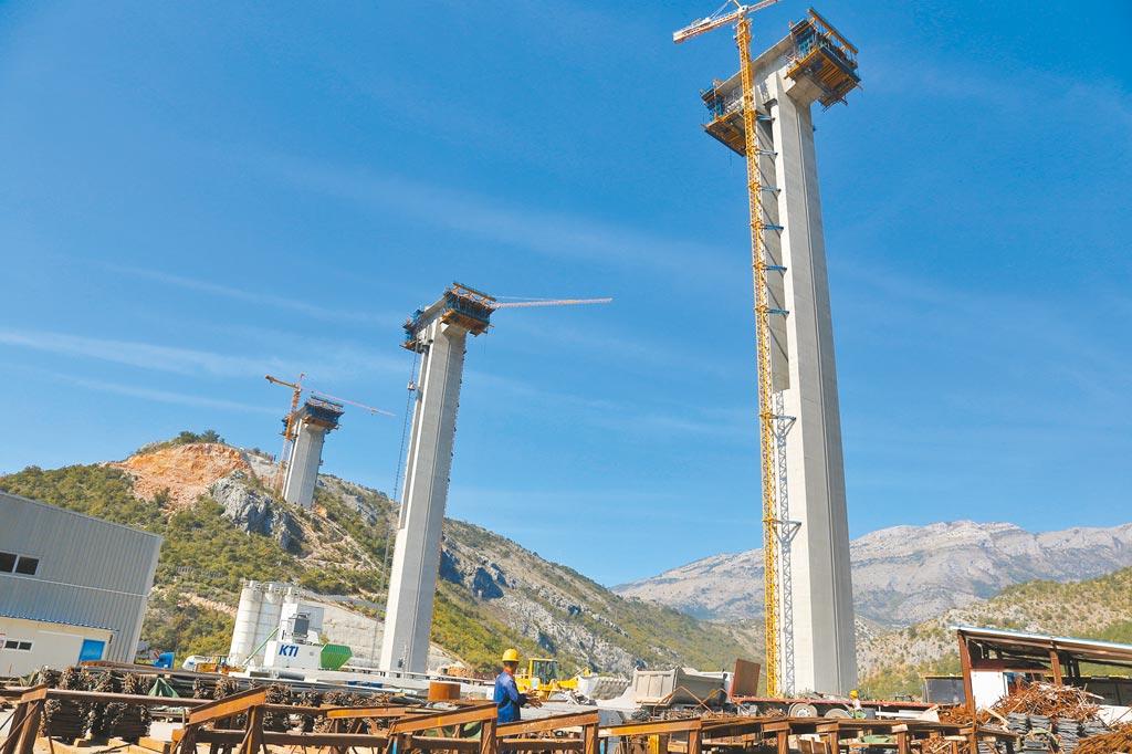 黑山為了建造第一條高速公路,向中國借貸10億美元,如今卻面臨還不起的窘況。(新華社)