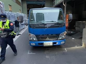 女子三重工廠低頭滑手機 被倒車貨車撞倒後送醫不治