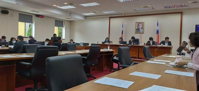 立法院經濟委員會今天審議「多層次銷管理法部分條文修正草案」。(林良齊攝)