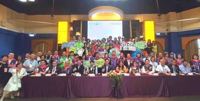 台灣區觀光協會聯合會理事長余紫菱等14日表示,她們不分藍綠,沒有政治立場,只要官員能真正幫她們解決問題就會給予支持。(台灣區觀光協會聯合會提供)