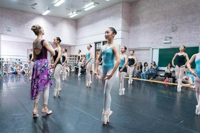 曾巧玗喜愛跳舞,進入苗栗國中舞蹈班後更勤加練習。(苗栗國中提供/巫靜婷苗栗傳真)