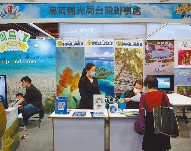 國際春季旅展民眾,詢問帛琉旅遊行程。(本報資料照片)
