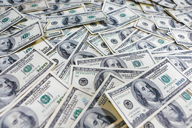 美国财政部本周四将发布拜登上任后首次匯率报告,传台湾遭列入匯率操纵国的机率相当高。央行表示,会尽力跟美国方面沟通,取得美方谅解。(路透)