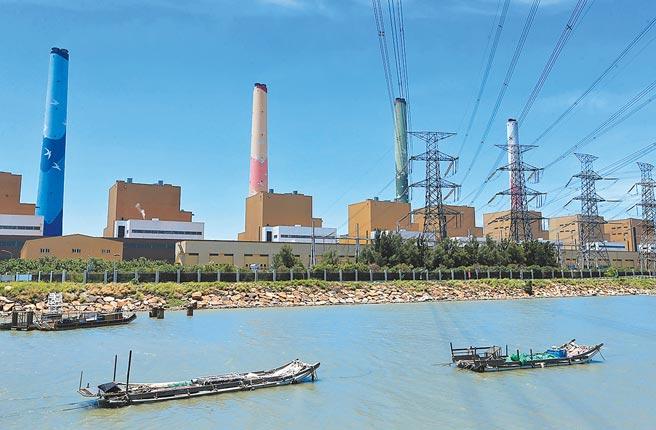 不滿台中市府二度函送台電董事長楊偉甫,台電工會昨揚言將號召1萬多名員工與家屬包圍市府。(本報資料照片)
