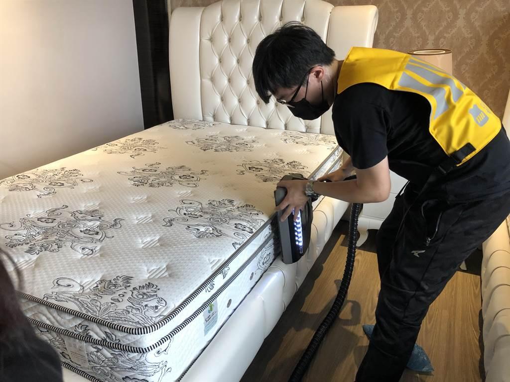 台北晶華酒店「媽咪Relax」住房專案, 贈送房客「呼叫黃背心」家事服務。(圖/台北晶華酒店)