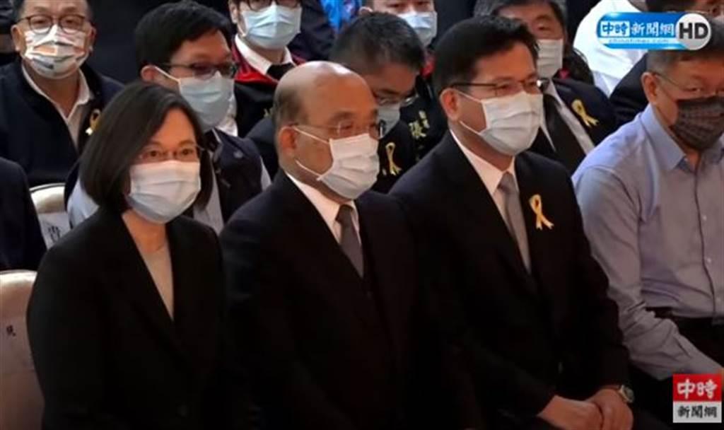 蔡英文(左起)、蘇貞昌、林佳龍出席太魯閣號事故聯合追思公祭。(取自中時新聞網直播)