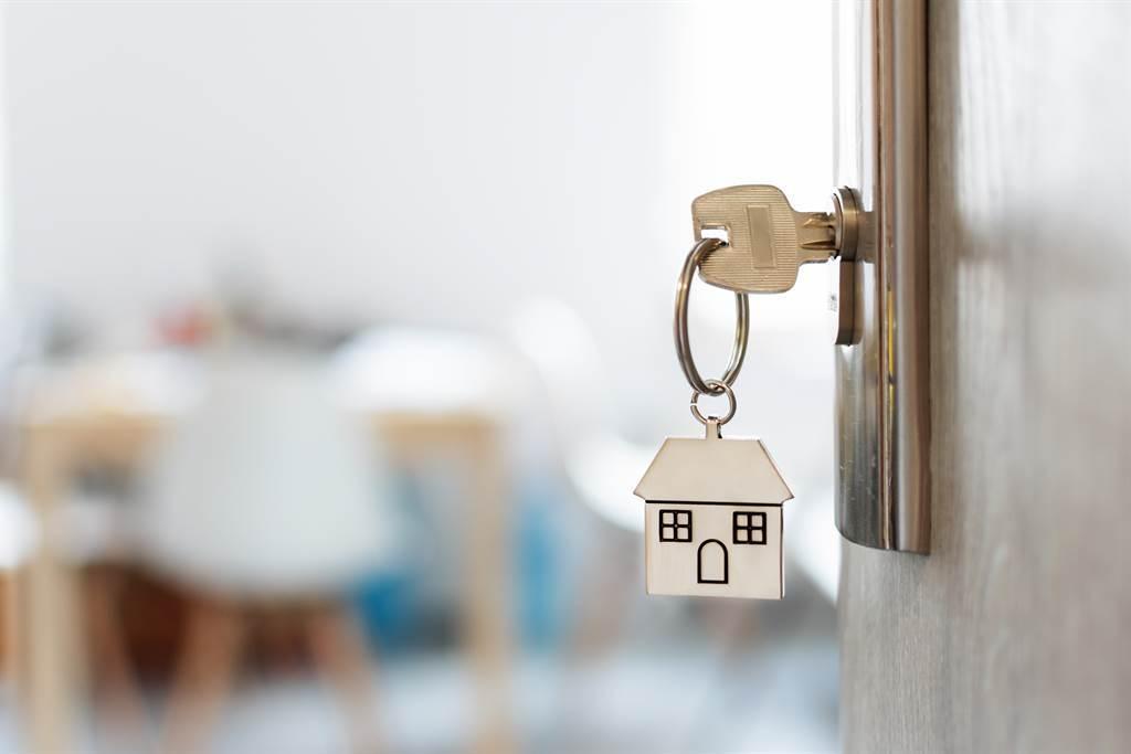 一對夫妻聽長輩的話,買了2房2廳的新成屋,月繳6萬元的房貸,才半年就已讓他們崩潰。(圖/示意圖,達志影像)