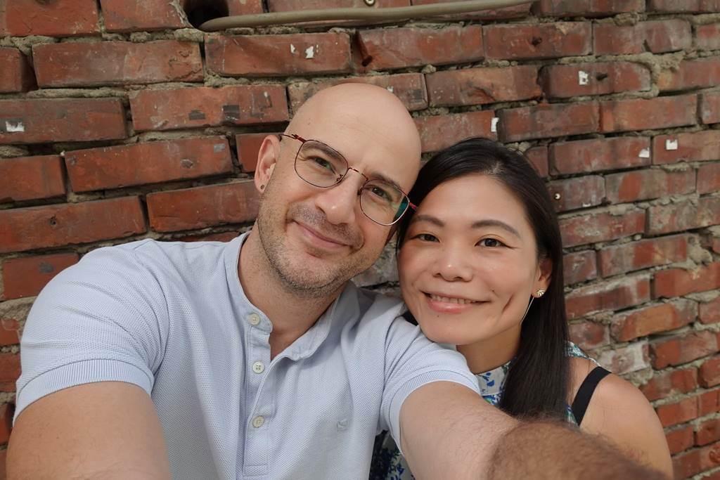 吳鳳2015年甜娶台灣女孩陳錦玉,夫妻生下一對女兒,幸福組成一家四口。(圖/取材自吳鳳 Rifat臉書)