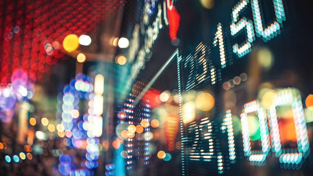 投資人在股市熱度衝到最高點的時候跳下去,一定會套牢。(示意圖/shutterstock)