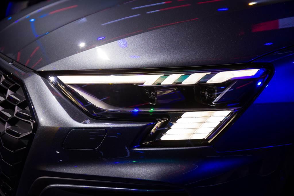 先進燈光照明為Audi最引以為傲的科技,全新A3 Sportback全車系標配LED極光頭燈、LED識別燈和LED尾燈組(含動態指示方向燈)。