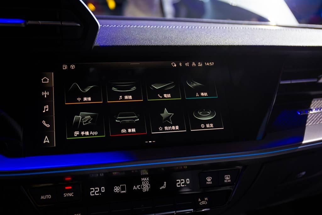 標配10.1吋MMI多媒體觸控螢幕附手寫辨識功能,及Audi智慧型手機介面及無線充電座等功能,直覺化整合式的座艙設計讓科技隨時觸手可及。