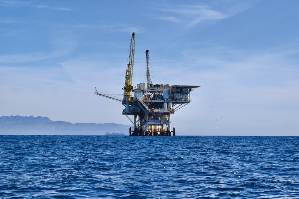 IEA與OPEC調高原油需求預測,刺激油價走高。圖/unsplash