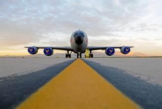 美軍KC135首試無人忠誠僚機 加油機變身無人機空中平台