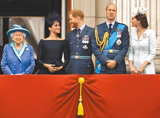 夫婿過世4天 英女王恢復執行公務