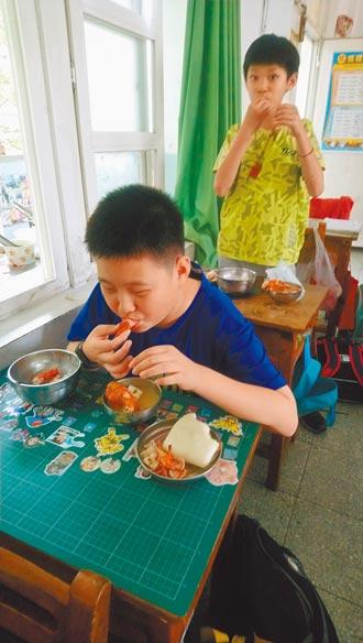 雲林國小午餐嗑龍蝦 家長喊想當學生