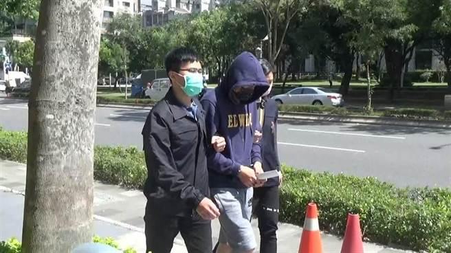 警方將逃逸受刑人藍啟銘逮捕歸案。(翻攝照片/林郁平台北傳真)