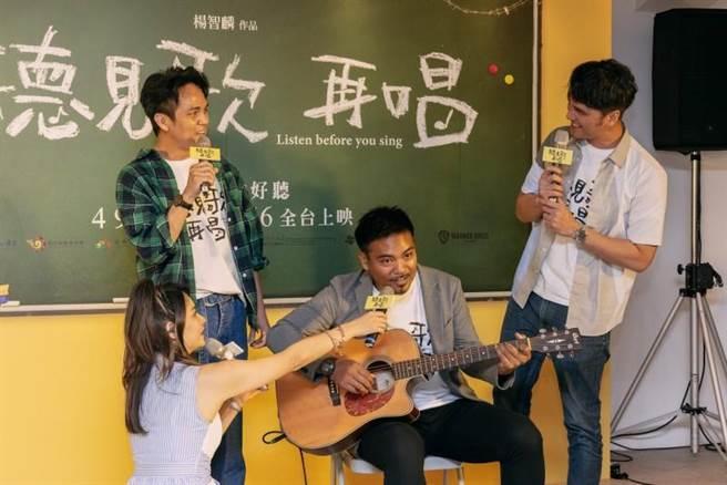 馬志翔、撒基努、徐詣帆組成男團USB,自認不輸SHE。(華納兄弟提供)