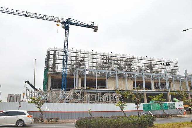 台積電竹南先進封測廠建廠進度達7成,預計將在今年10月完工。(謝明俊攝)