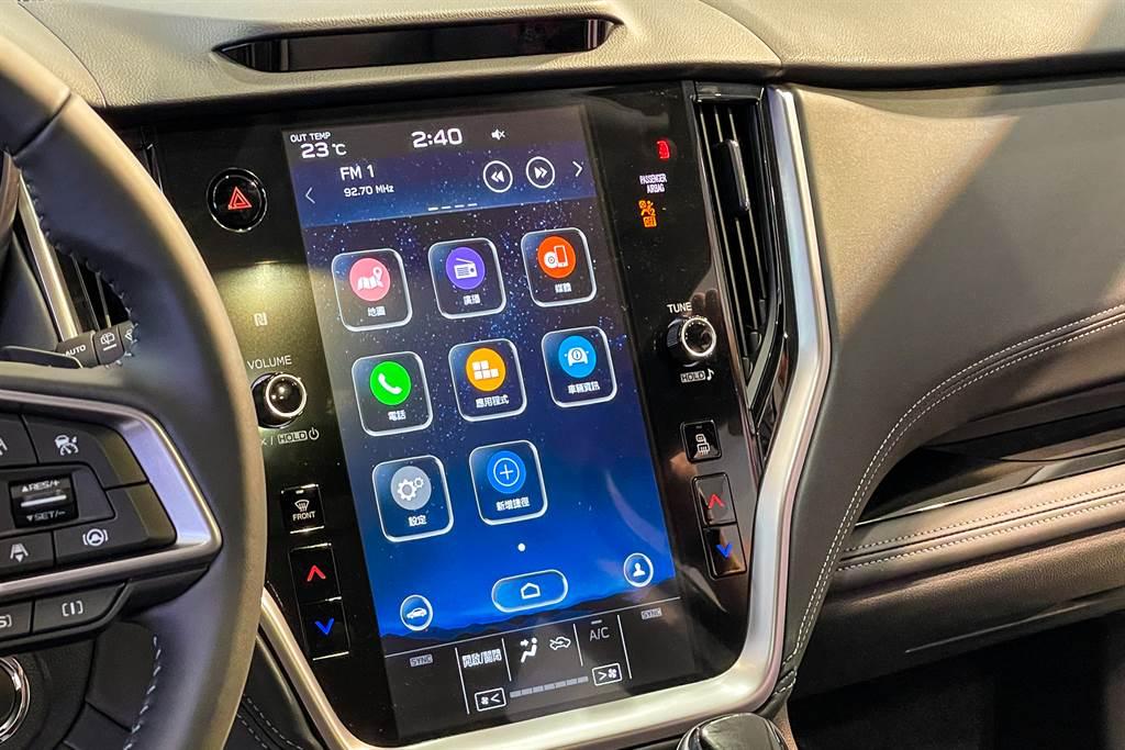 影音系統換裝11.6吋直立式觸控螢幕,支援Apple CarPlay與Android Auto兩大系統。