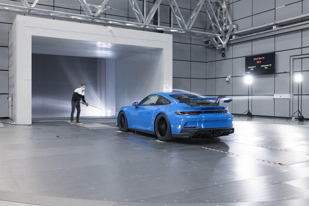 全新保時捷911 GT3歷經超過160小時的風洞測試。