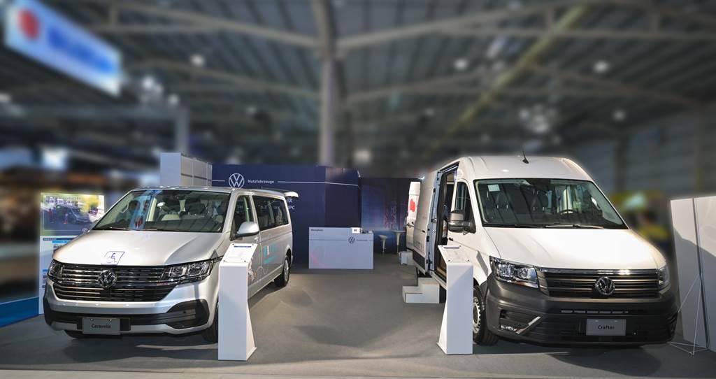 福斯商旅在2021商業車博覽會展示Crafter新世代健康行動車以及T6.1 Caravelle青銀共享車,以多元的改裝車款實踐不同消費族群的用車理念。