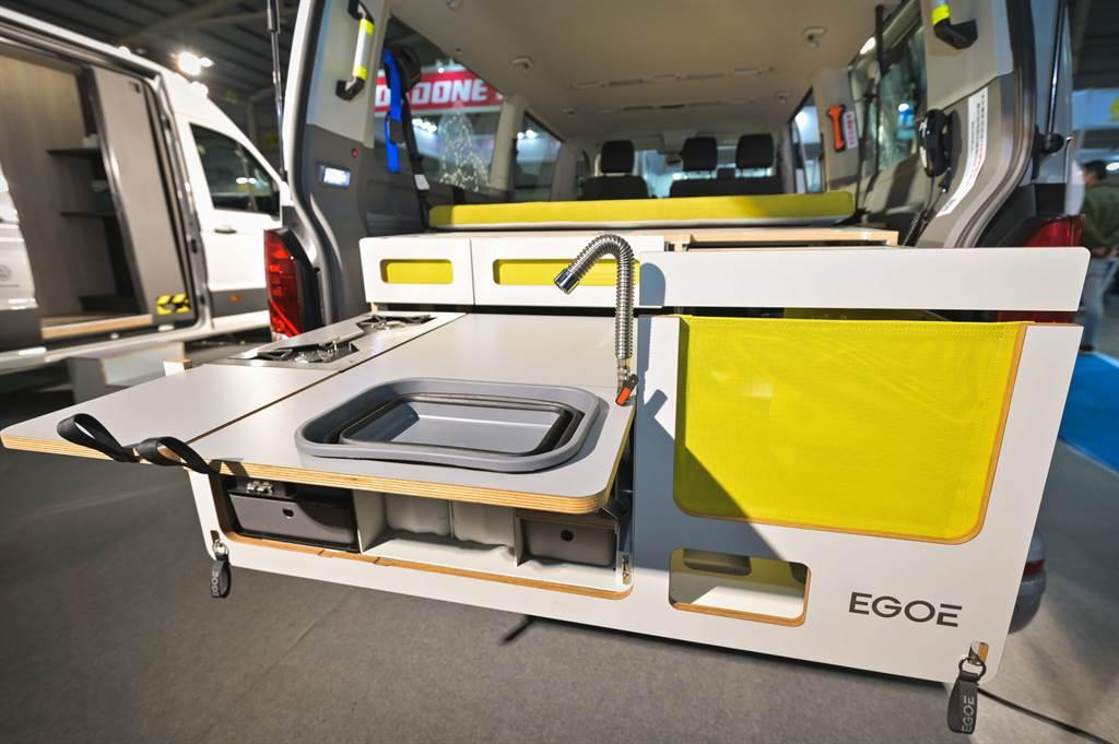 整組EGOE Nest Box模組化露營套組還採用可拆卸式設計,可以整組移出車外,提供更多元的使用想像。