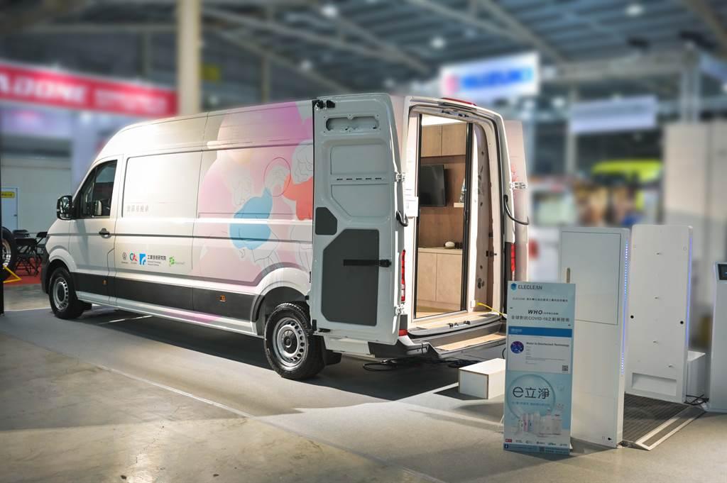 Crafter新世代健康行動車照透過智慧科技解決女性隱私與不便的問題,藉以提供HPV人類乳突病毒快篩服務,用行動呵護女性的健康。