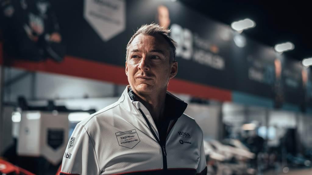 TAG Heuer Porsche Formula E車隊負責人 Amiel Lindesay接受賽後訪問時表示:「很高興我們能在本賽季以來首次登上領獎臺,這是一個在通過終點之後才迎來的驚喜。」