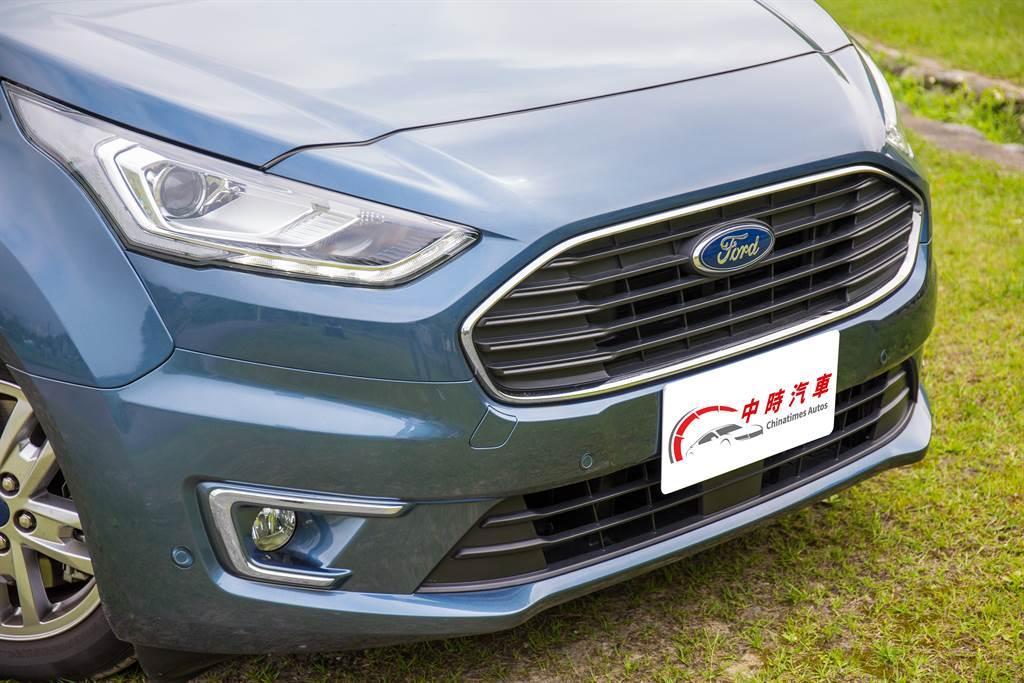 旅玩家車頭採用家族式設計,與Ford旗下休旅車系雷同。