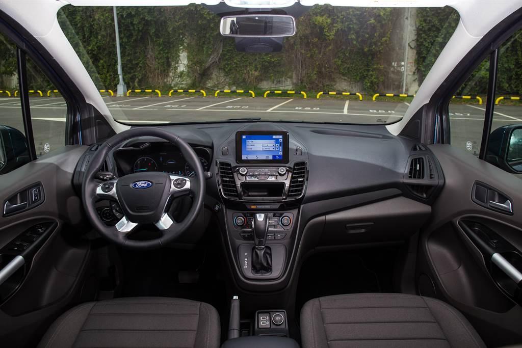 車內設計以功能性為主,對於質感並不講究。