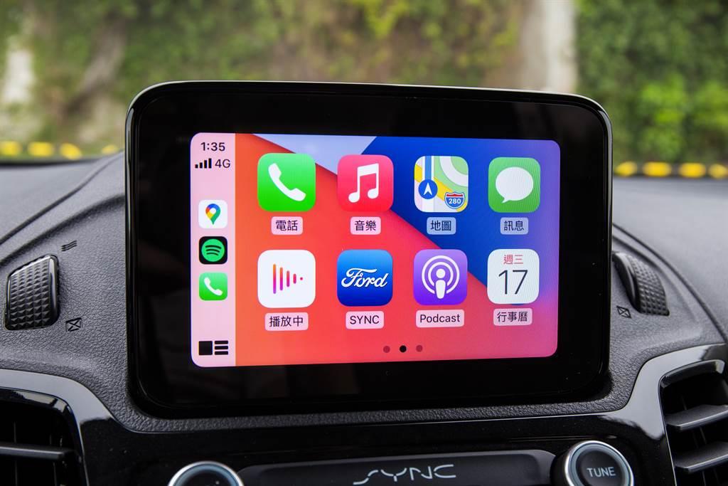 中央螢幕尺寸僅6吋,但採用SYNC 3系統,並支援Apple CarPlay/Android Auto等機能。