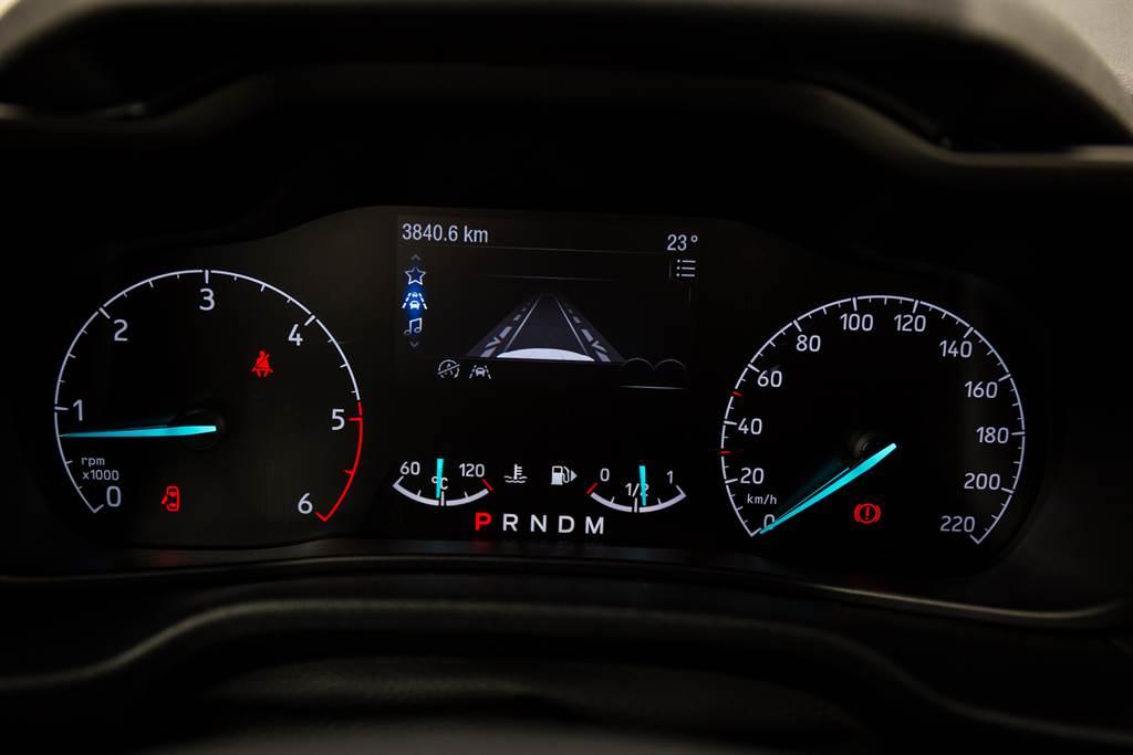 從儀錶板的圖示就能看出旅玩家為Ford舊世代車型,與採用C2平台的Focus、Kuga大不相同,當然也沒有華麗的數位儀表。