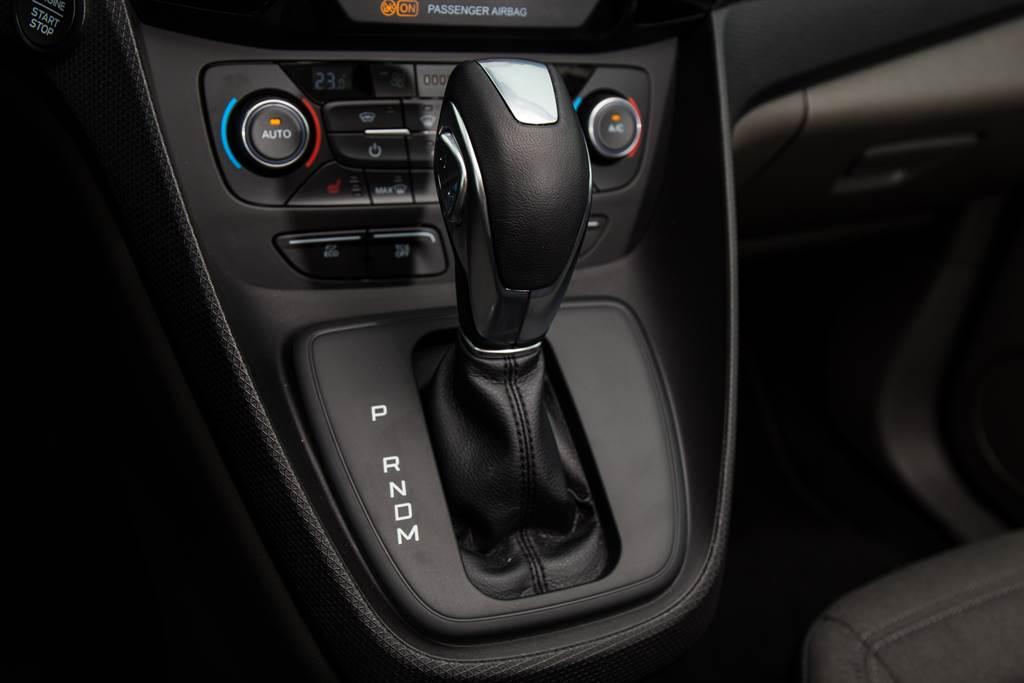 變速箱為與Focus相同的八速SelectShift手自排變速箱,不過採用傳統排檔桿,手動換檔機構為亦採設於排檔桿上的按鍵式。