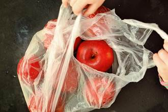 超市最狂促銷!他下單一袋蘋果 打開一看竟是「蘋果手機」樂歪