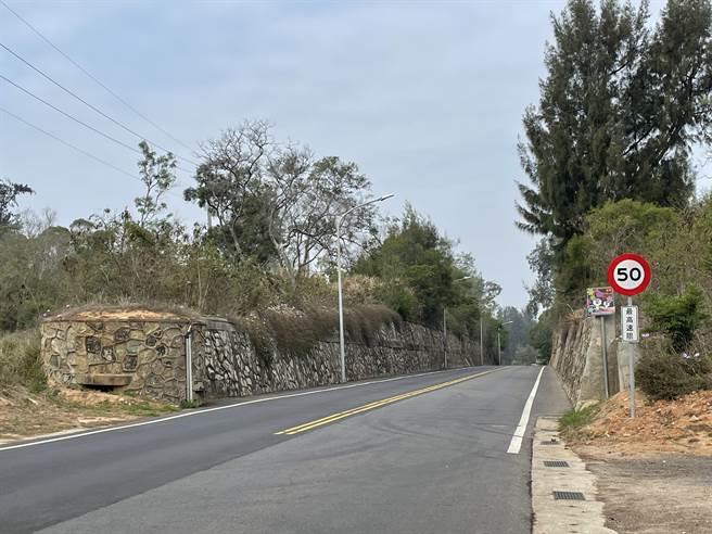金門縣府完成速限50標誌設置作業,提醒民眾留意配合。(縣府觀光處提供)