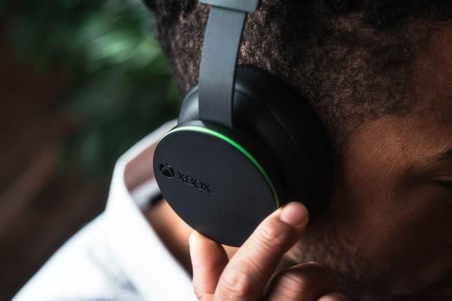 Xbox 無線耳機支援空間音效 打造影音同步絕佳遊戲體驗。(台灣微軟提供/黃慧雯台北傳真)